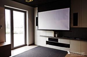 Instalacja kina domowego projektor ekran Kauber