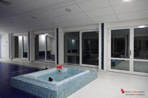 Multiroom Casa Tunes, głośniki Monitor Audio, basen