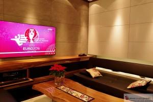 Instalacja Kina Domowego profesjonalny TV Sony 65, w zabudowie mebla głośniki i sprzęt AV