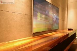 Instalacja Kina Domowego profesjonalny TV Sony 65 w zabudowie mebla głośniki i sprzęt AV