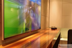 Instalacja Kina Domowego profesjonalny TV Sony 65 , w zabudowie mebla głośniki i sprzęt AV